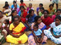 Cele mai sarace femei din India, convinse sa se sterilizeze pentru 10 dolari