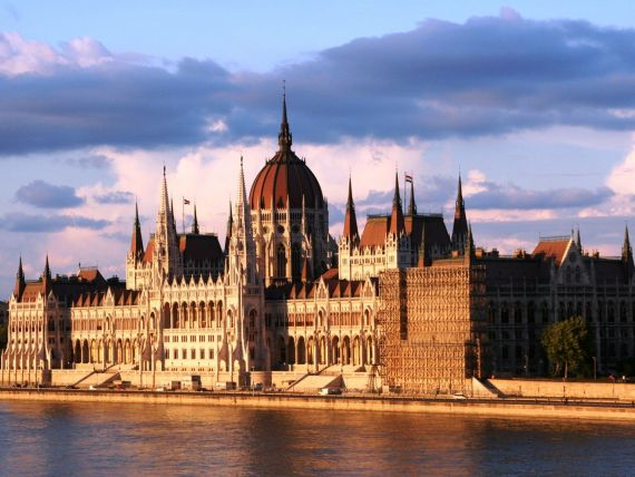 Ungaria ii sprijina financiar pe antreprenorii de etnie maghiara din tarile vecine