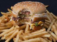 Culmea marketingului. Lanturile de fast-food depun eforturi pentru ca mancarea pe care o servesc sa arate imperfect