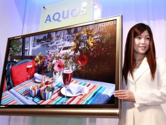 Sharp aduce in Europa televizoarele gigant, cu diagonala de 230 cm. Cat trebuie sa platesti pentru trei tunere, wallpaper si 3D