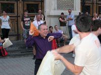 Boc a participat la o bataie cu perne in centrul Clujului