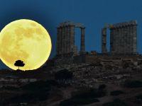 """Grecia continua discutiile cu Troika pentru o transa de 8 mld. euro, care presupune noi """"taieri"""""""