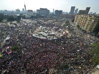 Protestele continua la Cairo. Armata egipteana avertizeaza ca suspenda Constitutia