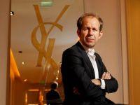 Apple l-a angajat pe fostul CEO al Yves Saint Laurent, pentru proiectele speciale ale companiei