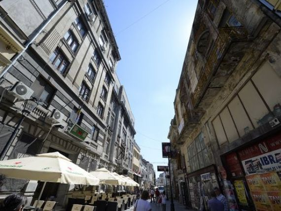 Centrul vechi al Capitalei a intrat in depresie: consumatorii vin si trag de o apa toata seara, cat se va deprecia leul dupa reducerea dobanzii BNR si Grecia e aproape de un nou imprumut