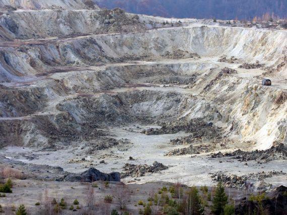 Guvernul a aprobat legea care permite exploatarea la Rosia Montana si o trimite Parlamentului - surse