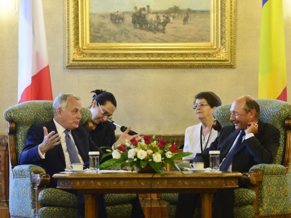 Basescu multumeste Frantei si Germaniei pentru sprijinul dat in obtinerea noului acord cu UE si FMI