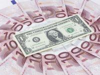 Leul s-a depreciat in raport cu euro si cu francul elvetian, dar s-a apreciat fata de dolar. Cursul BNR a urcat la 4,4467 lei/euro