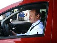 Traian Basescu, in test drive cu Logan MCV. Ce i-a placut si ce defecte a gasit presedintele noului model marca Dacia