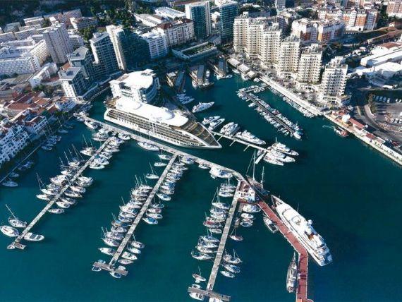 Cand tarmul nu mai e de ajuns. Una dintre cele mai populare destinatii turistice din Europa ridica hoteluri pe mare, pentru a face fata afluxului de vizitatori