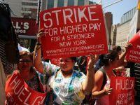 """Sute de angajati ai McDonald's, Wendy's, KFC si Burger King, in greva la New York. """"Nu au bani nici sa ia trenul pentru a veni la munca"""""""