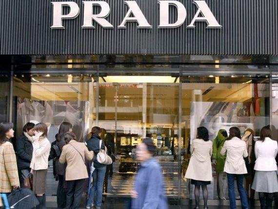 Industria luxului isi revine dupa criza. Vanzarile Prada au crescut cu 12%, dupa cererea record din Asia
