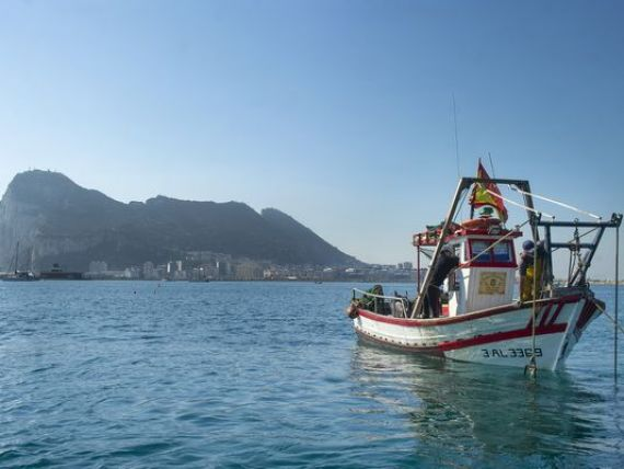 Stanca de 7 km patrati, care leaga Mediterana de Atlantic, ridica la cote maxime tensiunile dintre Spania si Marea Britanie. Miza economica a Gibraltarului