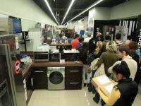 Romanii, din nou la cumparaturi. Vanzarile de electronice si electrocasnice au crescut cu 4,3% in primul semestru