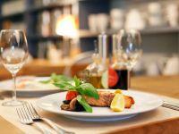 Piata restaurantelor din Romania ramane riscanta. Proprietarii atrag clientii cu meniuri de criza