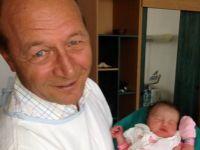 "Elena Basescu a nascut, sambata noapte, o fetita. Presedintele: ""Am primit nobilul titlu de bunic"""
