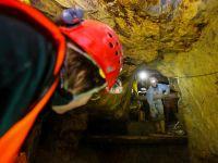 33 de mineri aflati in subteran la Rosia Montana continua protestele