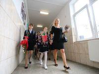 Proiect de lege: Bugetarii cu copii inscrisi la scoala ar putea primi a 13-a zi libera legal din an