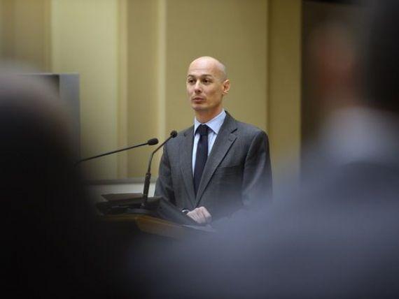 Viceguvernatorul Olteanu, comentariu la declaratiile lui Basescu : Daca CA va decide sa cumpere aur, BNR va trebui sa aleaga cel mai mic pret din piata