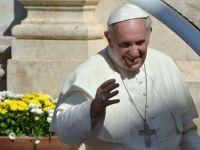 Papa Francisc a primit de la presedintele Braziliei un tricou semnat de Pele:  Vreti ajutor sa castigati Cupa Mondiala