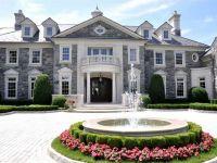 Cat costa sa iti cumperi o casa decorata cu aur de 18 carate