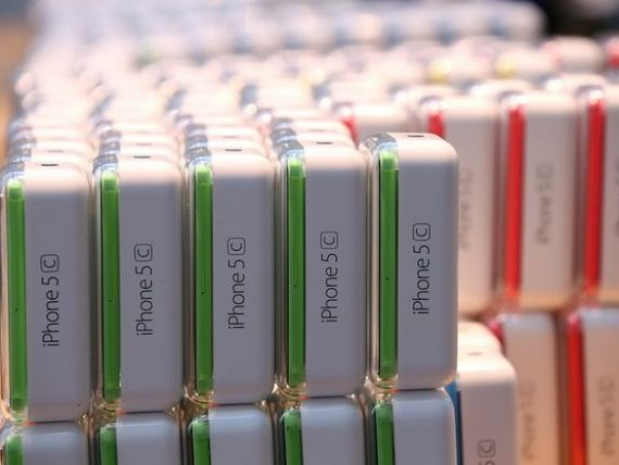 Apple pierde drepturile asupra marcii  iPhone  in China. O firma locala produce portofele si genti cu acelasi nume
