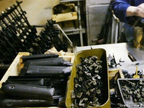 Rusia vinde jumatate din compania care fabrica armele Kalasnikov, pentru 75 milioane dolari