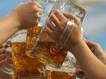 Romanii muncesc de 6 ori mai mult ca germanii pentru o bere. In cat timp castiga banii pentru o sticla si de ce prefera bautura la PET