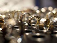 Accizele au scumpit bijuteriile. Preturile verighetelor din aur au crescut si cu 200 lei