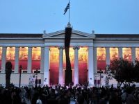 Birourile unui ministru grec, incendiate la Atena