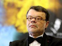 Ministrul Culturii, Daniel Barbu, huiduit de protestatari, la o dezbatere despre Rosia Montana. Masina sa a fost avariata