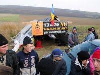 Protestele satenilor romani au ajuns in presa straina. Le Monde: Opozitia fata de exploatarea gazelor de sist cuprinde intreaga lume