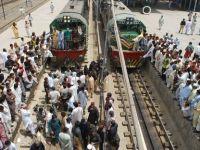 Cel putin 6 morti intr-un atac comis impotriva unui tren de pasageri in Pakistan