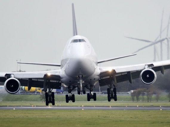 Regulile din aviatie devin mai flexibile in SUA. Pasagerii vor putea folosi electronicele la decolare si aterizare
