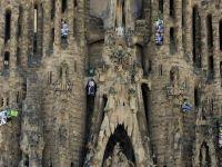 Activisti ai Greenpeace au escaladat Sagrada Familia din Barcelona