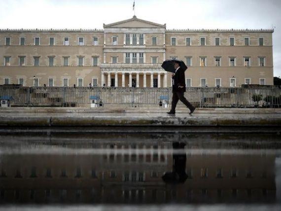 Bancile de la Atena raman fara bani. Depozitele au scazut in februarie la minimul ultimilor 10 ani. Grecii au retras 24 mld. euro in doar 3 luni