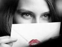 Burberry si Google au prezentat tehnologia ce permite utilizatorilor sa trimita saruturi virtuale