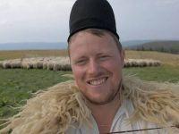 Tanarul de 29 de ani care l-a descoperit pe Ghita ciobanul, omul care are jumatate de milion de fani pe Facebook