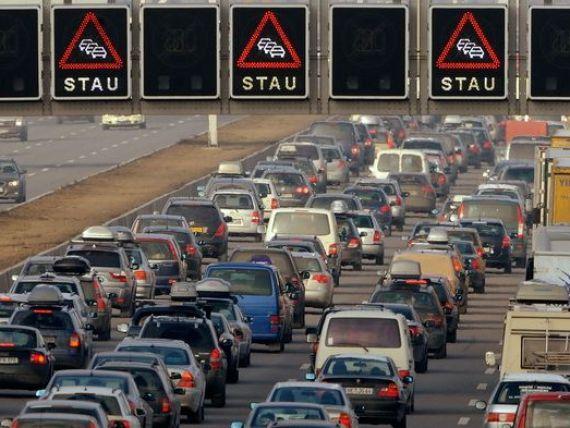 Germania vrea sa introduca taxa de autostrada pentru soferii straini. Tarile vecine sunt revoltate si acuza cea mai mare putere a Europei de discriminare