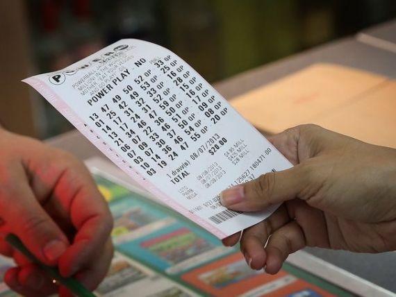 Guvernul autorizeaza jocurile de noroc temporare in statiunile turistice si majoreaza taxele