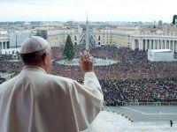 Papa Francisc indeamna la pace in mesajul sau de Craciun