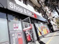 """Casele de marcat ale supermarketurilor au luat locul ghiseelor din banci, bancherii crizei """"te rezolva"""" doar prin SMS, iar China incearca sa puna capat saraciei"""