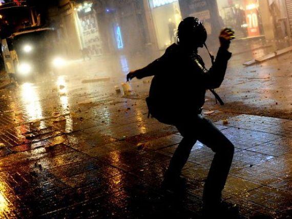 Bursa de la Istanbul si lira s-au prabusit, in contextul crizei politice din Turcia. Guvernul se imprumuta la dobanzi record
