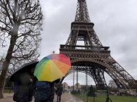 In timp ce marile puteri au gasit solutia pentru iesirea din criza, Franta devine bolnavul Europei