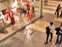 """ANRE a dat inainte de Revelion 110 licente pentru energia verde, """"Prima Casa"""" continua si in 2014, iar retailerii au """"furat"""" startul sezonului de reduceri cu discount-uri de 70% in malluri"""