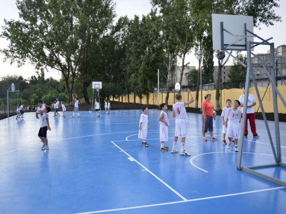 Guvernul demareaza un program de constructie de complexuri sportive. Dragnea va decide beneficiarii