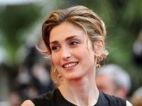 Actrita Julie Gayet da in judecata revista Closer, dupa dezvaluirile privind presupusa relatie cu presedintele Frantei