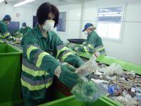 Drumul deseurilor reciclabile spre valorificare. Cum ajunge gunoiul din ghenele romanilor in fabrici din intreaga Europa, pe bani grei
