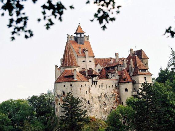 Daily Mail: Castelul Bran,  un edificiu misterios  care atrage  legiuni  de fani ai vampirilor