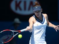 Simona Halep, eliminata de slovaca Dominika Cibulkova in sferturile de finala la Australian Open